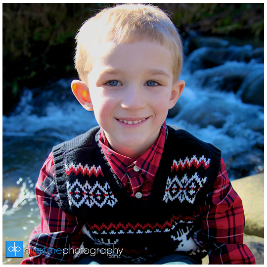 Kid-christmas-family-photographer-Pigeon-Forge-Gatlinburg-TN-Emerts-Cove-ideas-5