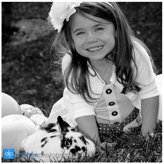 Kids-Photographer-Kingsport-TN_Rock-Springs-Park-Easter-Rabbit-Mini-Session-Bunny-Family-Pictures-Photos-Spring-Children-Bristol-Johnson-City-Tennessee-Jonesborough-Gray-Boones-Creek-Photography-3