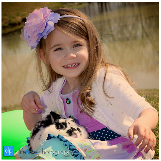 Kids-Photographer-Kingsport-TN_Rock-Springs-Park-Easter-Rabbit-Mini-Session-Bunny-Family-Pictures-Photos-Spring-Children-Bristol-Johnson-City-Tennessee-Jonesborough-Gray-Boones-Creek-Photography-4