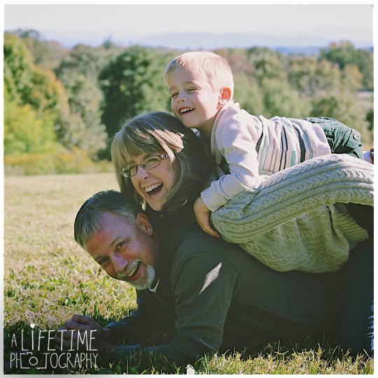 Knoxville-Family-Photographer-Botanical-Gardens-kids-Fall-Autumn-Photos-pictures-11