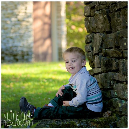 Knoxville-Family-Photographer-Botanical-Gardens-kids-Fall-Autumn-Photos-pictures-9
