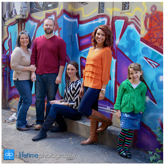 Knoxville-Family-Photographer-at-UT-Gardens-kids-children-Market-square-downtown-grafatti-wall-fun-unique-photography-session-photo-pictures-10-a