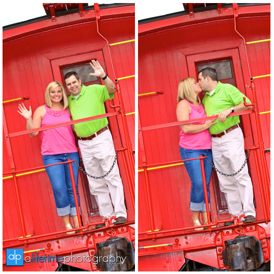 Knoxville_Engagement_Engaged_Couple_Downtown_Calhouns_Market_Square_Pictures_photography