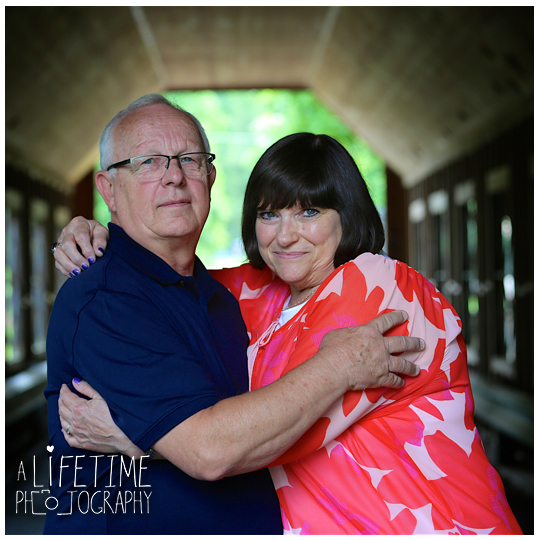 Large-Family-Reunion-Photographer-Gatlinburg-Smoky-Mountains-Pigeon-Forge-Knoxville-TN-7