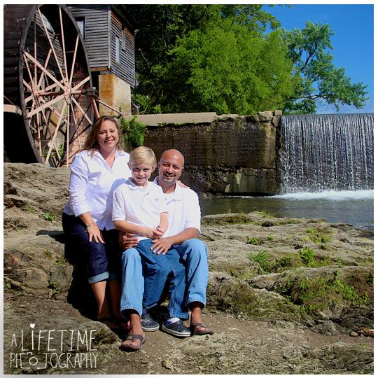 Large-Family-reunion-Photographer-Pigeon-Forge-TN-Gatlinburg-Smoky-Mountain-TN-Sevierville-Kodak-Patriot-Park-photography-photos-professional-1