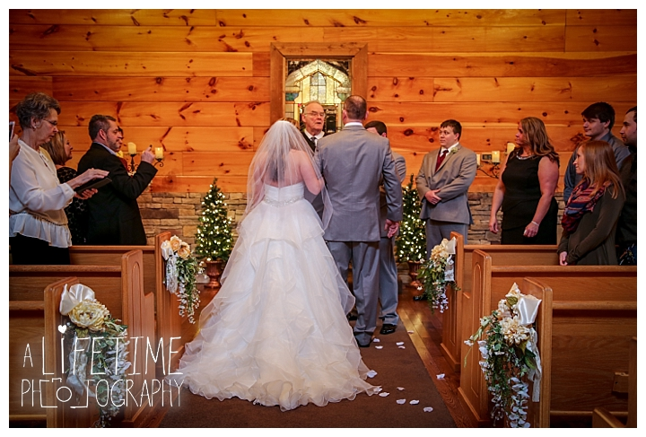 Little Log chapel Wedding Photographer Gatlinburg-Pigeon-Forge-Knoxville-Sevierville-Dandridge-Seymour-Smoky-Mountains-Townsend-Photos-Greenbriar Session-Professional-Maryville_0355