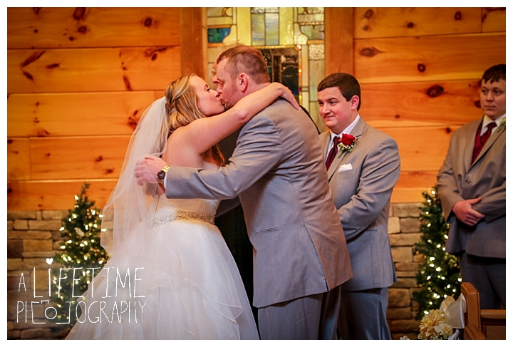 Little Log chapel Wedding Photographer Gatlinburg-Pigeon-Forge-Knoxville-Sevierville-Dandridge-Seymour-Smoky-Mountains-Townsend-Photos-Greenbriar Session-Professional-Maryville_0356