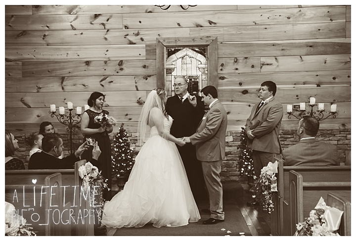 Little Log chapel Wedding Photographer Gatlinburg-Pigeon-Forge-Knoxville-Sevierville-Dandridge-Seymour-Smoky-Mountains-Townsend-Photos-Greenbriar Session-Professional-Maryville_0361