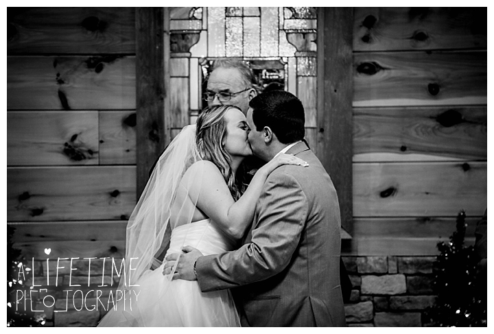 Little Log chapel Wedding Photographer Gatlinburg-Pigeon-Forge-Knoxville-Sevierville-Dandridge-Seymour-Smoky-Mountains-Townsend-Photos-Greenbriar Session-Professional-Maryville_0364
