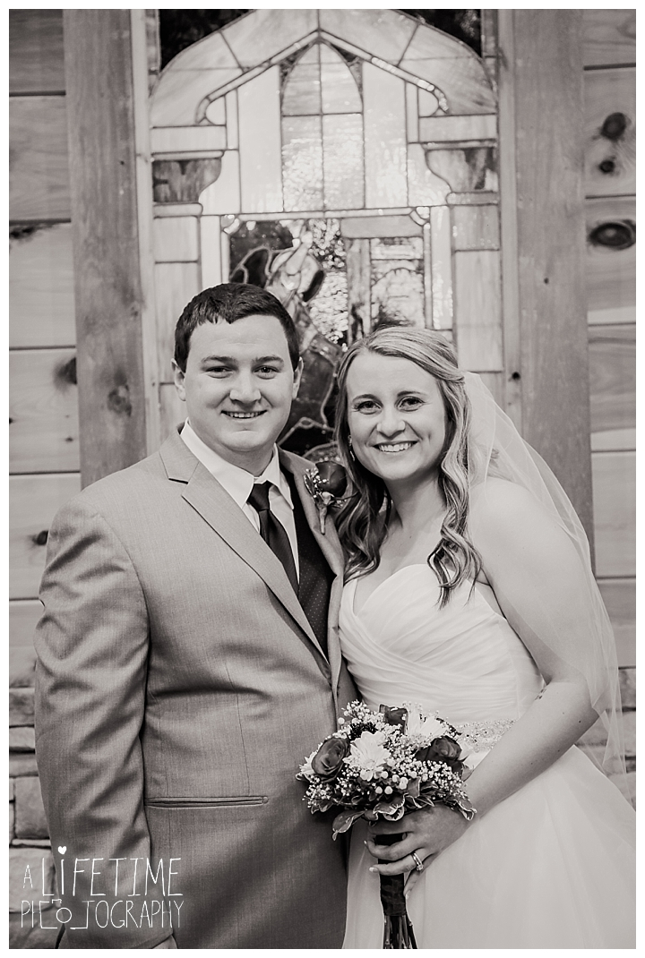 Little Log chapel Wedding Photographer Gatlinburg-Pigeon-Forge-Knoxville-Sevierville-Dandridge-Seymour-Smoky-Mountains-Townsend-Photos-Greenbriar Session-Professional-Maryville_0370