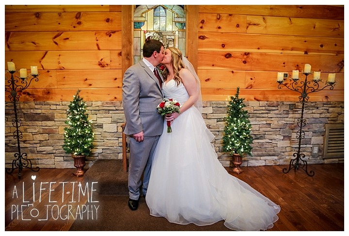 Little Log chapel Wedding Photographer Gatlinburg-Pigeon-Forge-Knoxville-Sevierville-Dandridge-Seymour-Smoky-Mountains-Townsend-Photos-Greenbriar Session-Professional-Maryville_0371