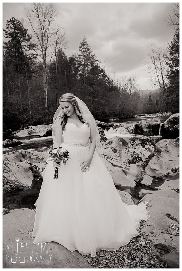 Little Log chapel Wedding Photographer Gatlinburg-Pigeon-Forge-Knoxville-Sevierville-Dandridge-Seymour-Smoky-Mountains-Townsend-Photos-Greenbriar Session-Professional-Maryville_0382
