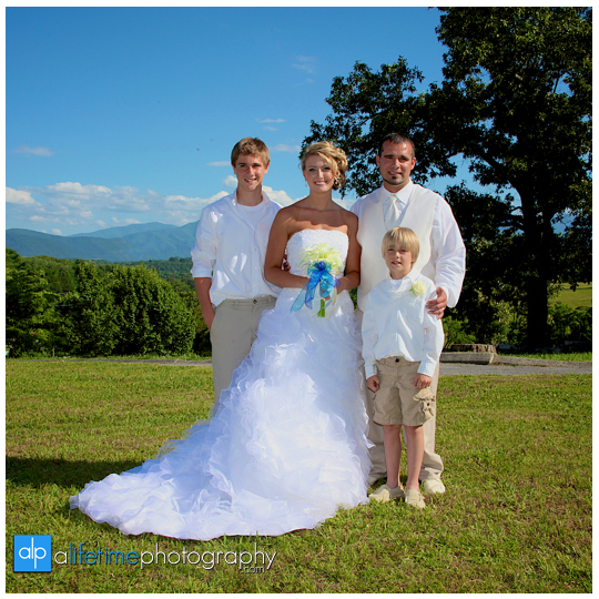 Newport-Pigeon_Forge-Gatlinburg-Sevierville-Knoxville-TN-wedding-photographer-marriage-photography-photos-bride-groom-newlywed-home-outdoor-ceremony-bridesmaids-bridal-flower-girl-gromsmen-16