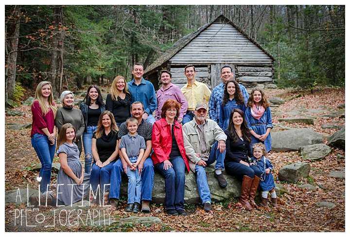 ogle-place-family-reunion-cabin-photographer-gatlinburg-pigeon-forge-knoxville-sevierville-dandridge-seymour-smoky-mountains-townsend-photos-session-professional-maryville_0098