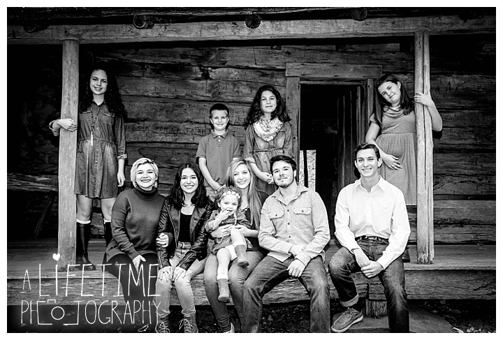 ogle-place-family-reunion-cabin-photographer-gatlinburg-pigeon-forge-knoxville-sevierville-dandridge-seymour-smoky-mountains-townsend-photos-session-professional-maryville_0100