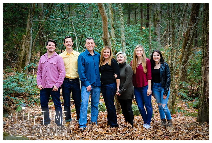 ogle-place-family-reunion-cabin-photographer-gatlinburg-pigeon-forge-knoxville-sevierville-dandridge-seymour-smoky-mountains-townsend-photos-session-professional-maryville_0107