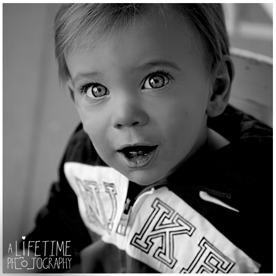 One-Year-Old-Birthday-boy-Sevierville-Pigeon-Forge-Knoxville-TN-Gatliburg-Johnson-City-Kingsport-Bristol-Kid-baby-child-Photographer-Photography-in-home-private-residence-2