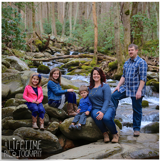 Photographer-in-Gatlinburg-TN-Smoky-Mountains-Pigeon-Forge-Knoxville-Seymour-Pictures-family-session-kids-15