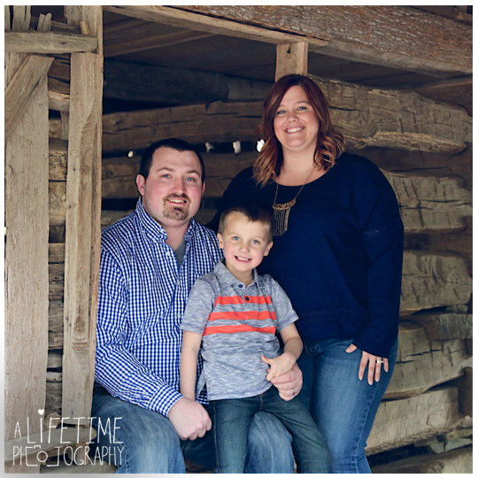Photographer-in-Gatlinburg-TN-Smoky-Mountains-Pigeon-Forge-Knoxville-Seymour-Pictures-family-session-kids-4