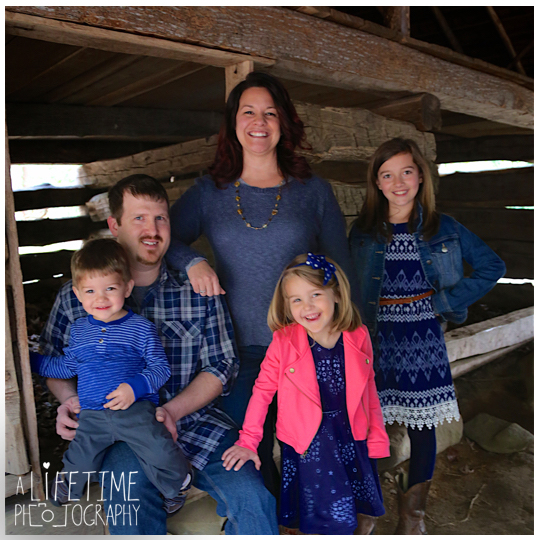 Photographer-in-Gatlinburg-TN-Smoky-Mountains-Pigeon-Forge-Knoxville-Seymour-Pictures-family-session-kids-5
