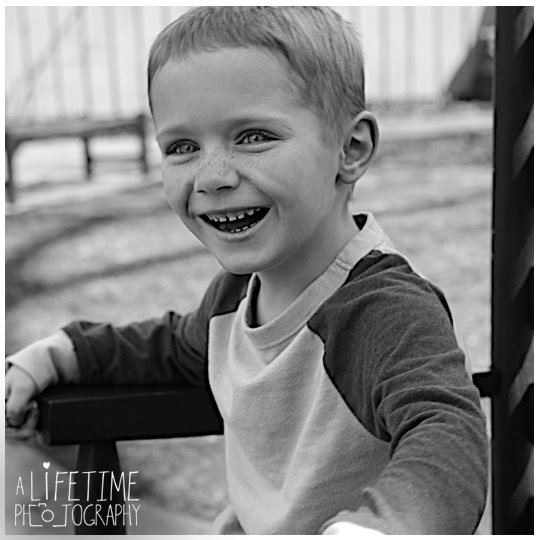 Pigeon-Forge-Knoxville-Gatlinburg-Strawberry-plains-Smoky-Mountains-Kodak-Seymour-Patriot-Park-Kid-Child-Birthday-photos-5-years-old-photographer-photoshoot-7