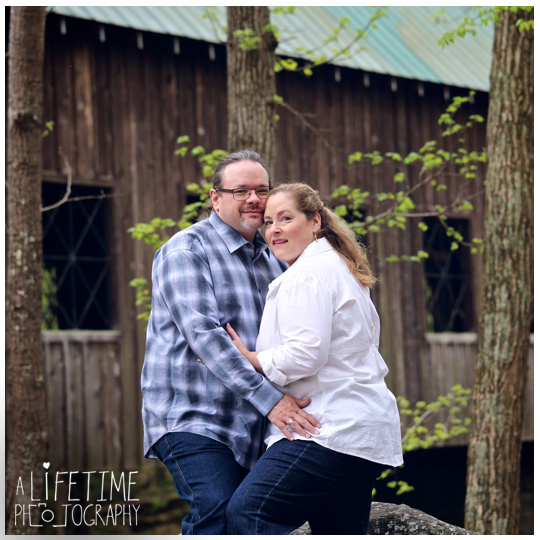 Post-wedding-photos-photographer-couple-anniversary-pictures-photo-session-shoot-Emerts-Cove-Smoky-Mountains-Gatlinburg-Pigeon-Forge-Sevierville-TN-Knoxville-Pittman-Center-8