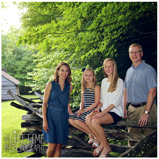 Roaring-Fork-Motor-Nature-Trail-Family-Photos-In-the-Great-Smoky-Mountain-National-Park-Photographer-Family-Reunion-Gatlinburg-Knoxville-Pigeon-Forge-GSMNP-8