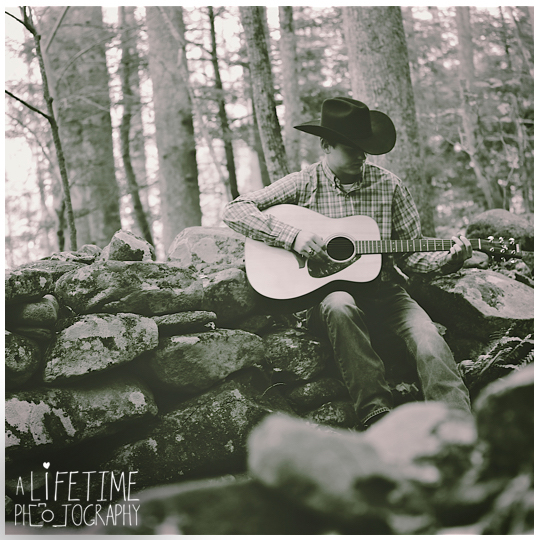 Senior-Photographer-Gatlinburg-Smoky-Mountains-Pigeon-Forge-Sevierville-TN-cowboy-musician-family-photos-Ogle-Place-11