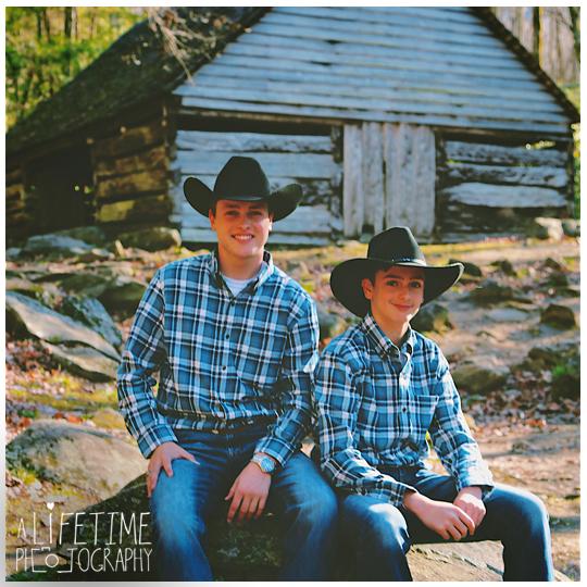 Senior-Photographer-Gatlinburg-Smoky-Mountains-Pigeon-Forge-Sevierville-TN-cowboy-musician-family-photos-Ogle-Place-6
