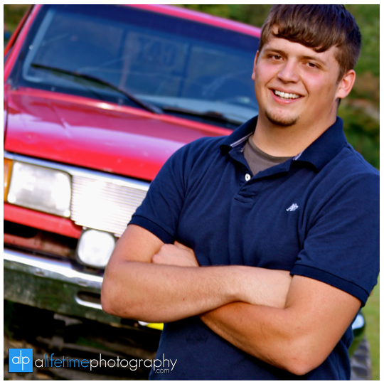 Senior-Photographer-High-school-Graduate-Graduation-Pictures-Photography-Photographers-in-Johnson-City-Kingsport-Bristol-Knoxville-Chattanooga-TN-Tri-Cities-Jonesborough-Steels-Creek-park-Downtown-guys-boy-male-4