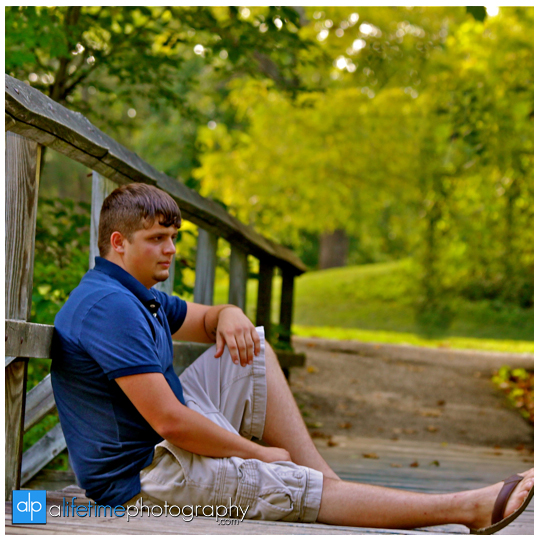 Senior-Photographer-High-school-Graduate-Graduation-Pictures-Photography-Photographers-in-Johnson-City-Kingsport-Bristol-Knoxville-Chattanooga-TN-Tri-Cities-Jonesborough-Steels-Creek-park-Downtown-guys-boy-male-8