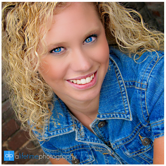 Senior-Photographer-Johnson-City-TN_Bristol-Kingsport-Tri-Cities-Downtown-Jonesborough-Gray-Boones-Creek