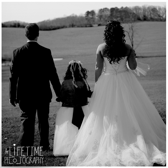 Seymour-Sevierville-Maryville-TN-Wedding-Photographer-barn-country-ceremony-photography-Knoxville-Strawberry-plains-Kodak-Pigeon-Forge-TN-15