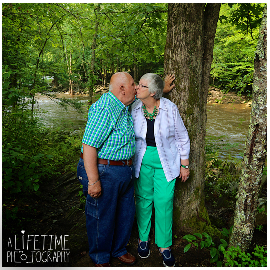 Smoky-Mountain-Family-Photographer-Gatlinburg-Pigeon-Forge-Knoxville-reunion-15
