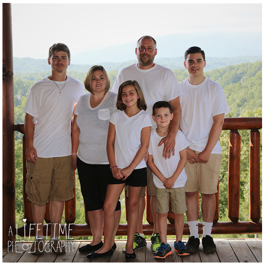 Smoky-Vista-Lodge-Sevierville-Pigeon-Forge-Patriot-Park-Family-Photographer-Cabin-Gatlinburg-Smoky-Mountains-Knoxville-TN-3