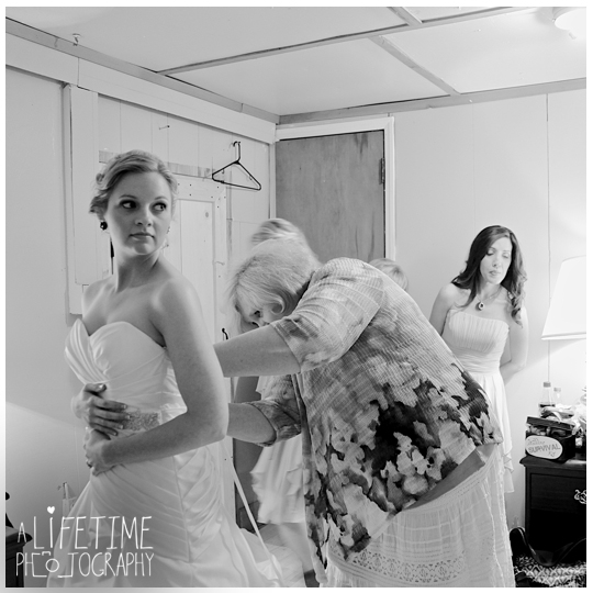 Starkey-town-cove-wedding-venue-photographer-Pigeon-Forge-Gatlinburg-TN-Sevierville-Knoxville-Smoky-Mountains-national-park-outdoor-ceremony-newlywed-bride-groom-6