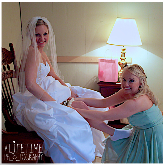 Starkey-town-cove-wedding-venue-photographer-Pigeon-Forge-Gatlinburg-TN-Sevierville-Knoxville-Smoky-Mountains-national-park-outdoor-ceremony-newlywed-bride-groom-8