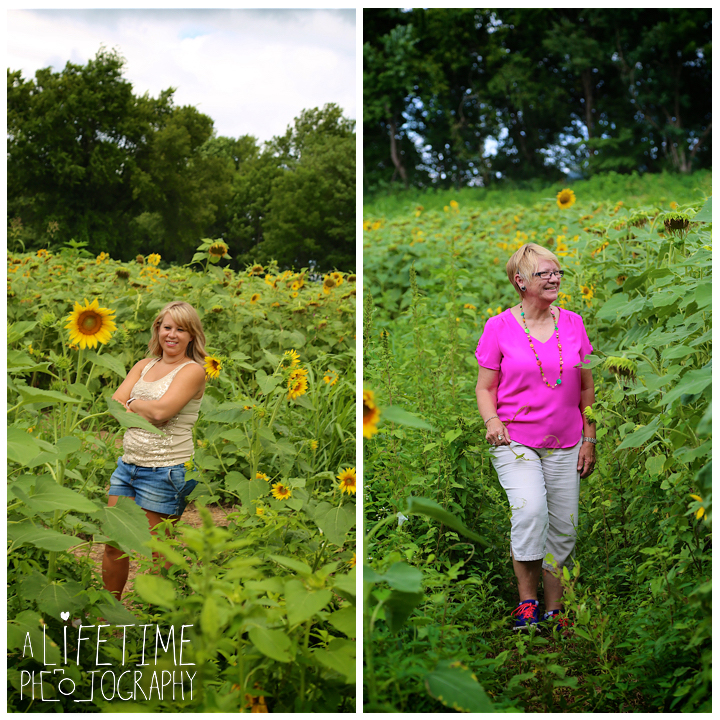 Sunflower-field-knoxville-TN-mother-daughter-family-photographer-2