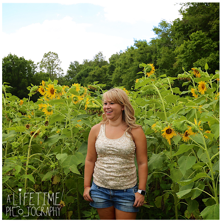 Sunflower-field-knoxville-TN-mother-daughter-family-photographer-4