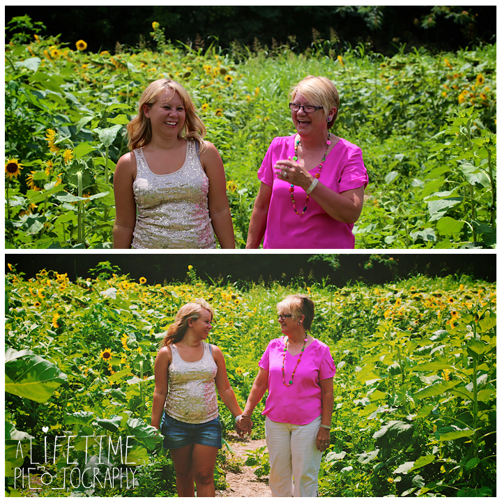 Sunflower-field-knoxville-TN-mother-daughter-family-photographer-6