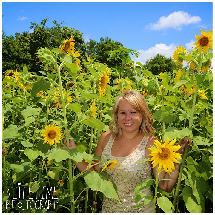 Sunflower-field-knoxville-TN-mother-daughter-family-photographer-9
