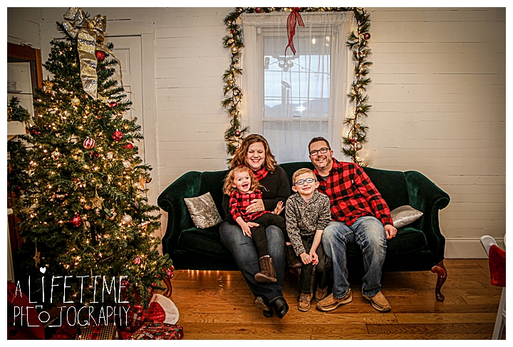 The Ivey House Seymour Event Wedding Venue Christmas Photos Family Session Seymour Photographer Knoxville Maryville Sevierville kids vintage home