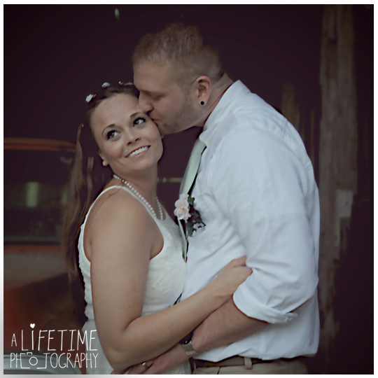 Wedding-Photographer-Smoky-Mountains-Gatlinburg-Knoxville-Pigeon-Forge-Seymour-Sevierville-Kodak-Newlywed-chapel-Emerts-Cove-20