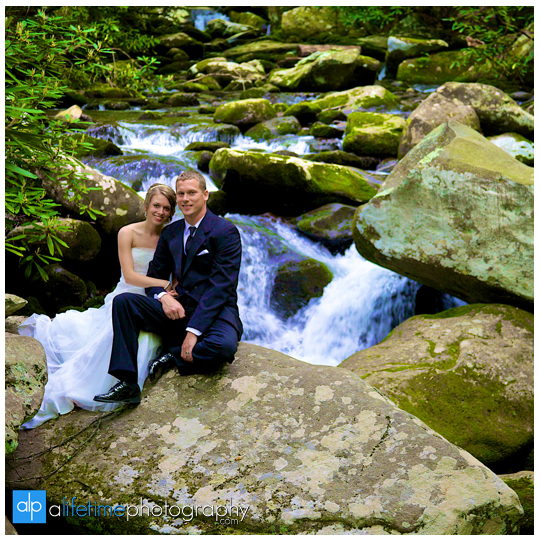 Wedding-Photographer-in-Pigeon_Forge-Gatlinburg-Sevierville-Knoxville-TN-Smoky-Mountain-Bride-Groom-elope-marraige-Mountain-View-Motor-Nature-Trail-Photography-waterfalls-cabins-cabin-ceremony-pictures-photos-Session-Johnson-City-Kingsport-Bristol-10