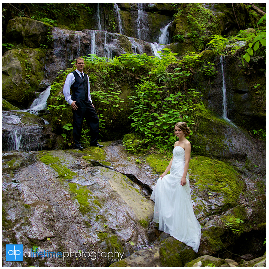 Wedding-Photographer-in-Pigeon_Forge-Gatlinburg-Sevierville-Knoxville-TN-Smoky-Mountain-Bride-Groom-elope-marraige-Mountain-View-Motor-Nature-Trail-Photography-waterfalls-cabins-cabin-ceremony-pictures-photos-Session-Johnson-City-Kingsport-Bristol-17