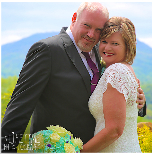 Wedding-photographer-Sevierville-Pigeon-Forge-Gatlinburg-Mountain-Pool-Lodge-Eden-Crest-cabin-ceremony-photography-12