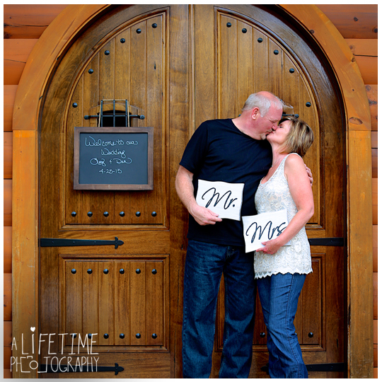 Wedding-photographer-Sevierville-Pigeon-Forge-Gatlinburg-Mountain-Pool-Lodge-Eden-Crest-cabin-ceremony-photography-16