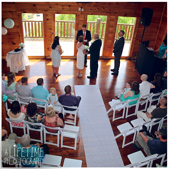 Wedding-photographer-Sevierville-Pigeon-Forge-Gatlinburg-Mountain-Pool-Lodge-Eden-Crest-cabin-ceremony-photography-4