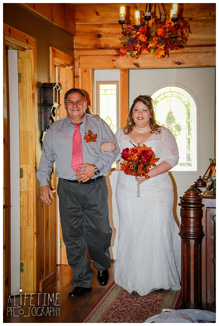 wedding-photographer-wedding-bell-chapel-smoky-mountains-gatlinburg-pigeon-forge-seviervile-knoxville-townsend-tennessee-cabin-reception_0018