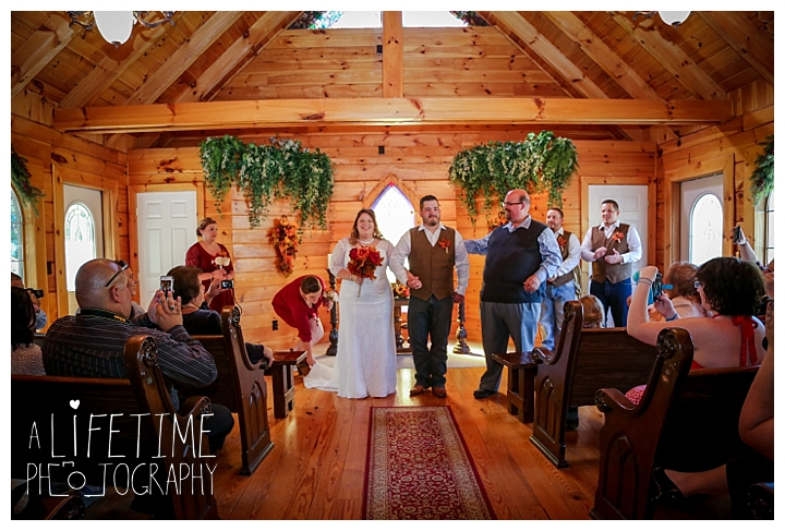 wedding-photographer-wedding-bell-chapel-smoky-mountains-gatlinburg-pigeon-forge-seviervile-knoxville-townsend-tennessee-cabin-reception_0022